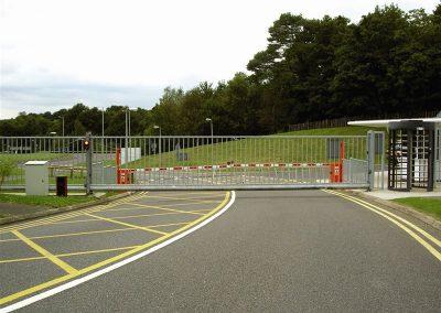 Elektromotorni pogoni za dvorišna, industrijska i garažna segmentna vrata (4)