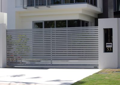 Elektromotorni pogoni za dvorišna, industrijska i garažna segmentna vrata